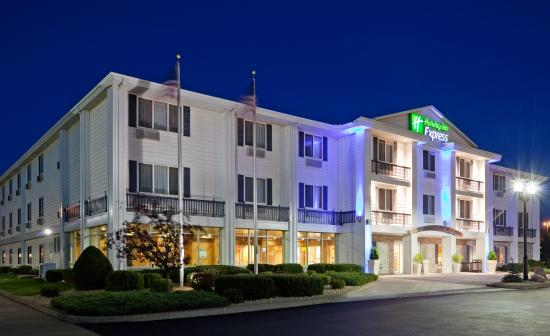 Holiday Inn Express Hudson-I-94: Hotel Exterior