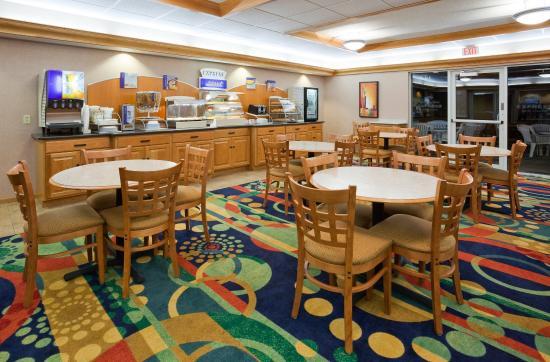 Hudson, WI: Breakfast Bar