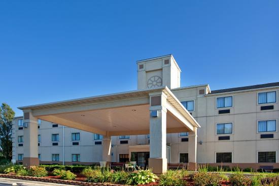LaPorte, IN: Hotel Exterior
