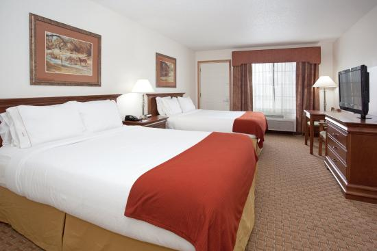 Ogallala, NE: Queen Bed Guest Room
