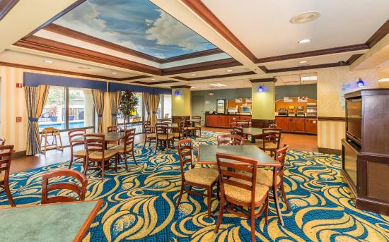 Holiday Inn Express Hotel & Suites Jacksonville South: Holiday Inn Express Hotel and Suites with Free Breakfast