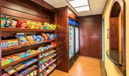 Holiday Inn Express Hotel & Suites Jacksonville South: Market Shop in the lobby