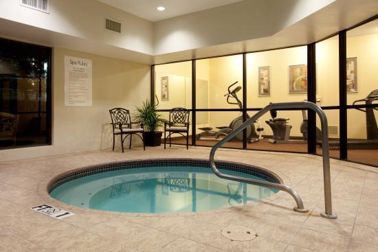 Holiday Inn Express & Suites- Sulphur (Lake Charles): Indoor Whirlpool
