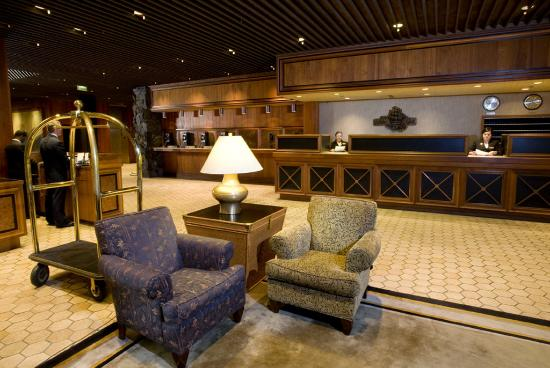 The Hotel Captain Cook: Lobby