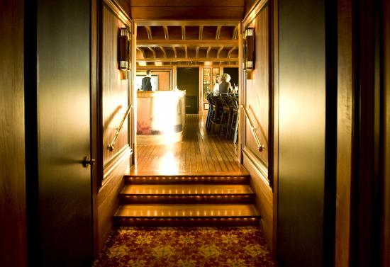 The Hotel Captain Cook: Crows Nest Entry
