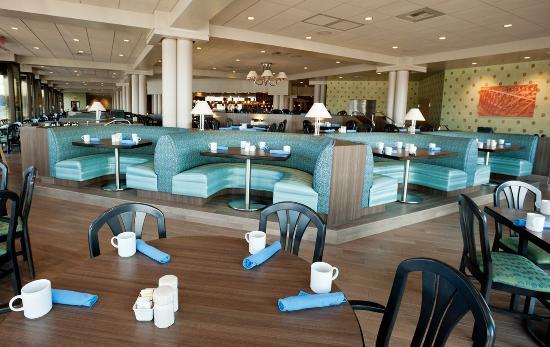 The Coeur d'Alene Resort: Dockside