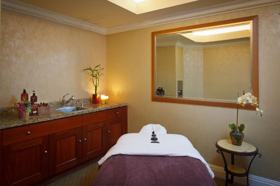 Balboa Bay Resort: Enjoy a Massage