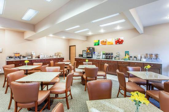 Quality Inn : Breakfast area