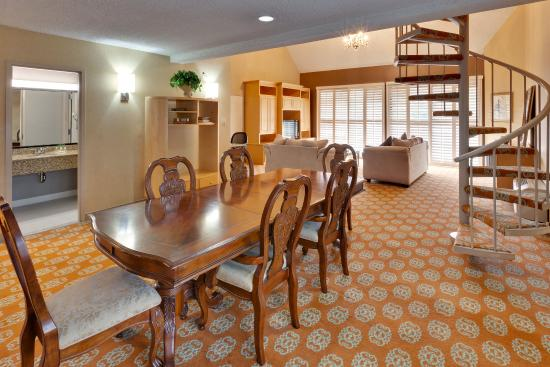 Holiday Inn Hotel Dublin-Pleasanton Honey Moon Suite