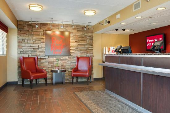 Red Roof Inn Akron South: Lobby