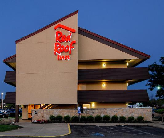 Red Roof Inn Akron South: Exterior Night