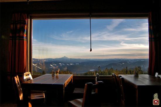 Timberline Lodge, OR : The Ram's Head Bar