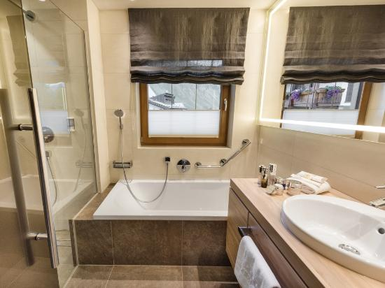 Neue Badezimmer - Bild von Sport & Wellness Hotel Post, Samnaun ...