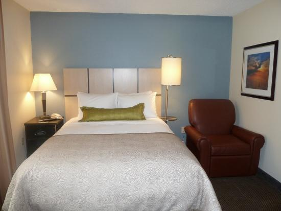 Libertyville, IL: One Bedroom Suite with Sleeper Sofa