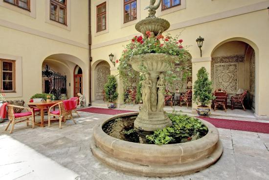 Alchymist Grand Hotel & Spa: Fountain Courtyard