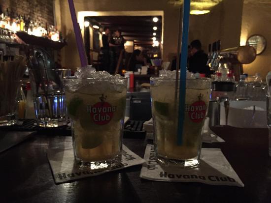 Barrios: Lekkere cocktails en uitgebreide drankkaart.