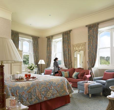 Dromoland Castle Hotel: Tower Deluxe Bedroom