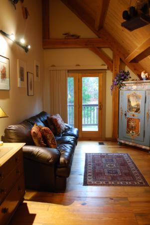 Shadow Mountain Escape: Bumble Bee cabin - European flare