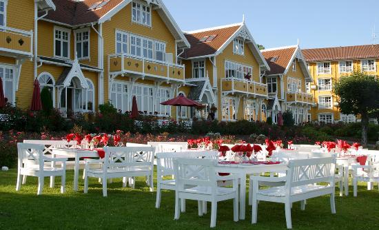 Solstrand Hotel & Bad: Garden Dining Area