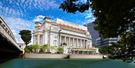 The Fullerton Hotel Singapore: View from Singapore River-Day