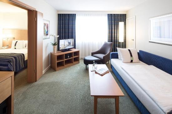 Holiday Inn Munich - City Centre: Sleeper Sofa in a Junior Suite