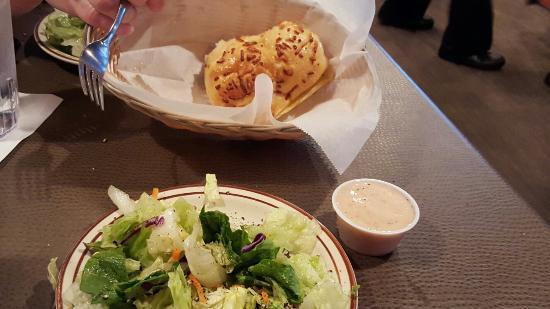 Demos' Restaurant: Awesome fresh salad
