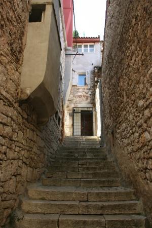 Rovinj, Croatia: А если подняться выше, то оказываешься у чьего-то порога