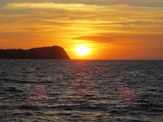 Sailing Hibiscus Catamaran Sail Tours: The beautiful sunset