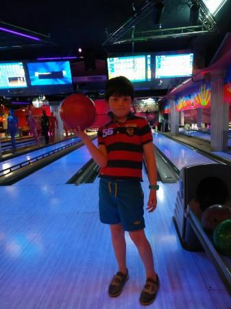 Cesar's Bowling & Bar