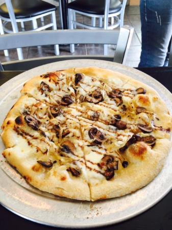 Cottonwood, AZ: The mushroom pizza.  Delicious!