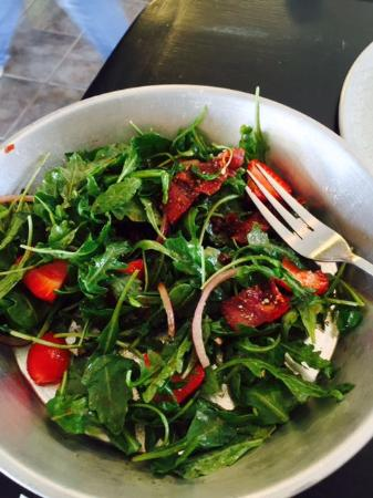 Cottonwood, AZ: Salad with fresh strawberries in it.  So good!