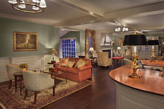 Lord Jeffery Inn: Front Desk