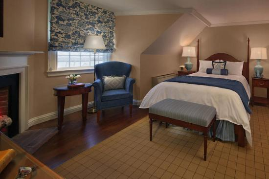 Amherst, MA: Queen Room