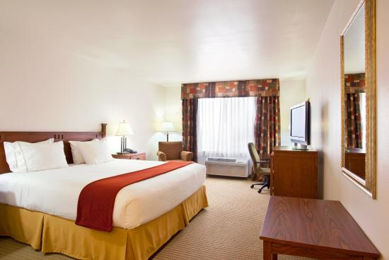 Mattoon, IL: King Bed Guest Room