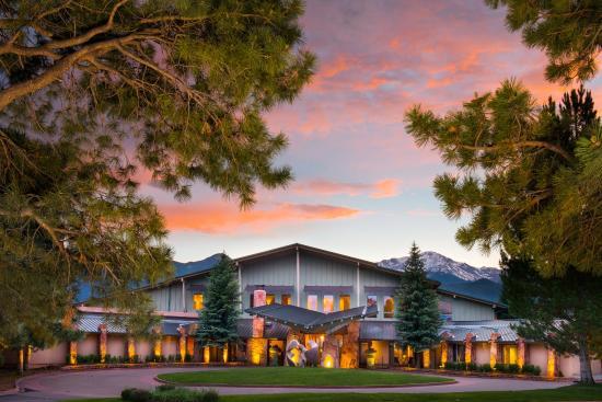 Garden of the Gods Club and Resort: Exterior
