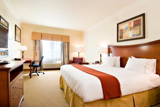 Holiday Inn Express Hotel & Suites Klamath Falls: King Bed Guest Room