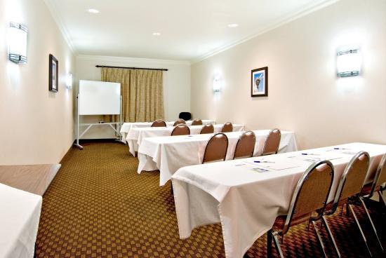 Holiday Inn Express Hotel & Suites Klamath Falls: Meeting Room
