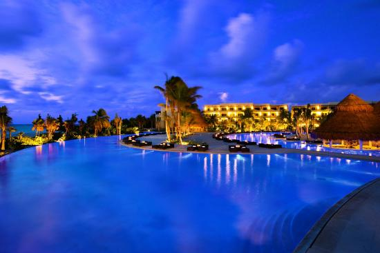 Secrets Maroma Beach Riviera Cancun: Pool Night