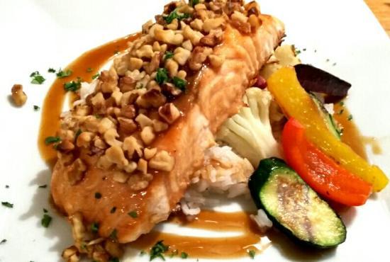 Fenelon Falls, Kanada: New on the menu  (Walnut Crusted Teriyaki Salmon)