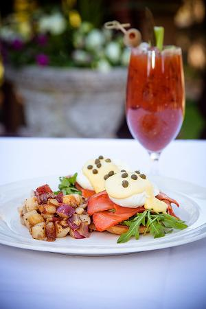 Garberville, CA: Lox Benedict and Bloody Mary