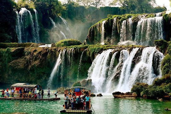 Detian transnational waterfall