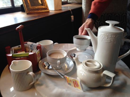 Cavendish, VT: Tea and coffee in the library