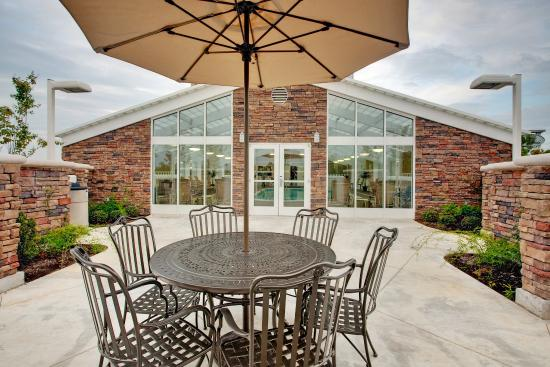 Holiday Inn Hotel & Suites Memphis-Wolfchase Galleria: Poolside Guest Patio