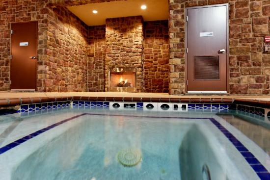 Holiday Inn Express Hotel & Suites Odessa: Whirlpool