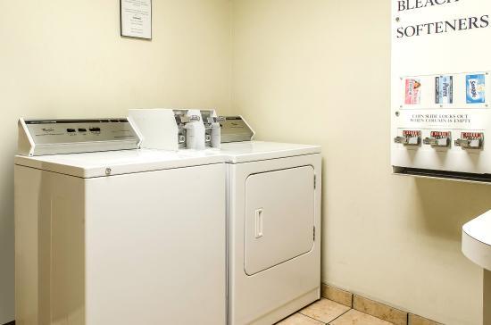 Comfort Suites Bloomsburg: Laundry