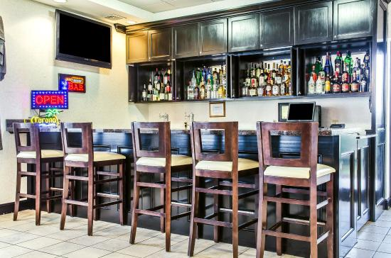 Comfort Suites Bloomsburg: Bar