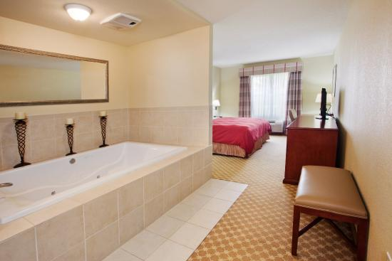 Country Inn & Suites By Carlson, Macon North: CountryInn&Suites Macon  WhirlpoolSuite