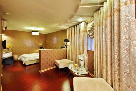 A&EM 8A Thai Van Lung Hotel: Suite Room