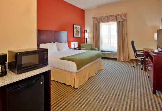 Guthrie, OK: King Bed Guest Room