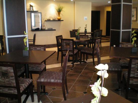 Holiday Inn Express Hotel & Suites Beaumont-Parkdale: Guest Dining Lounge